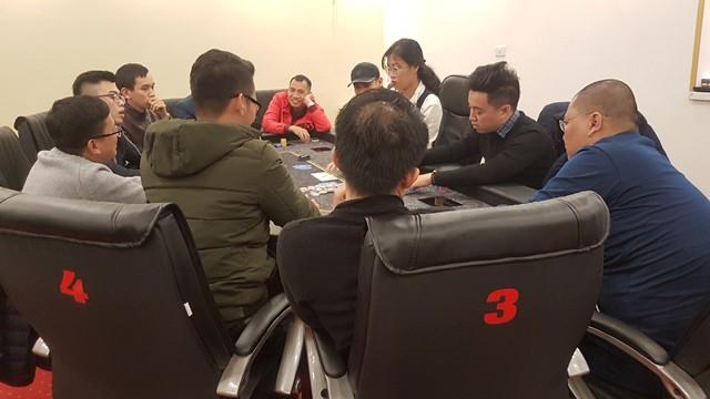 Chung kết giải 1,2 M đang diễn ra tại CLB Bridge và Poker Vstar. Ảnh chụp chiều 27/12/2017