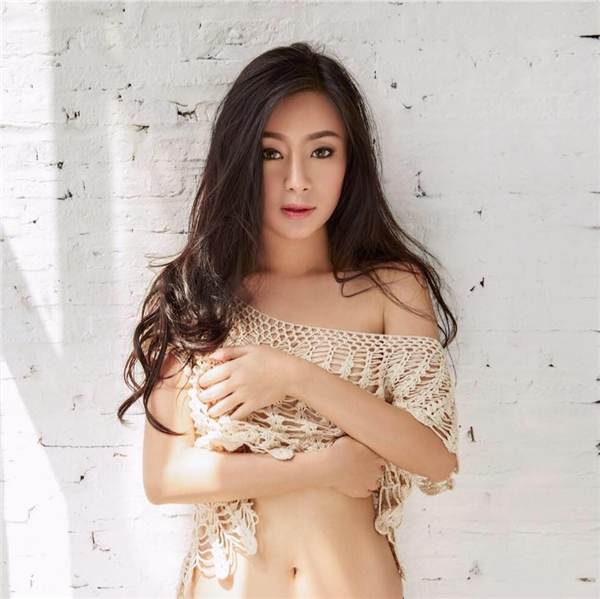 Rot Jib làm gương mặt trang bìa tạp chí Maxim Thái Lan dành cho nam giới.