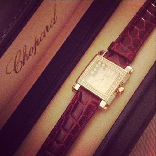 Đồng hồ hiệu Chopard được bố tặng.