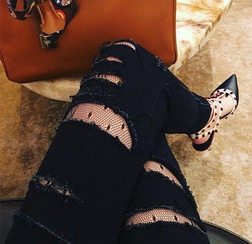 Túi xách hàng hiệu và những đôi giày độc, lạ là những món đồ không thể thiếu trong tủ đồ của Anh Sa