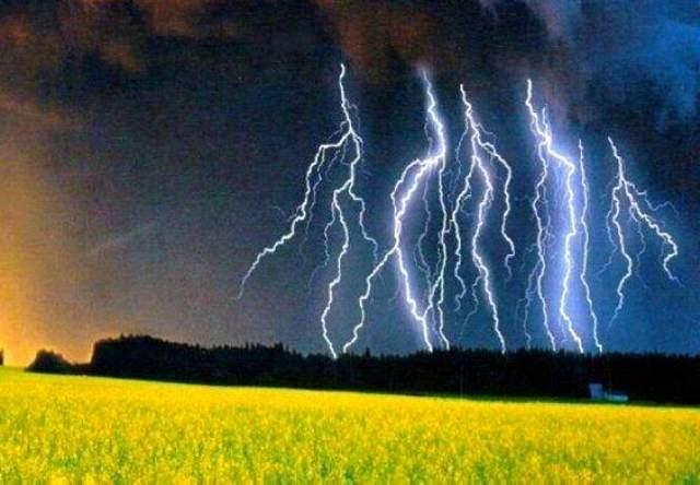Sấm sét là hiện tượng tự nhiên thường xảy ra vào mùa mưa bão. Ảnh minh họa