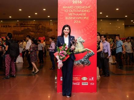 Lê Hồng Thủy Tiên từng được thế giới vinh danh 500 nhân vật tiêu biểu có sức ảnh hưởng trong làng thời trang thế giới.