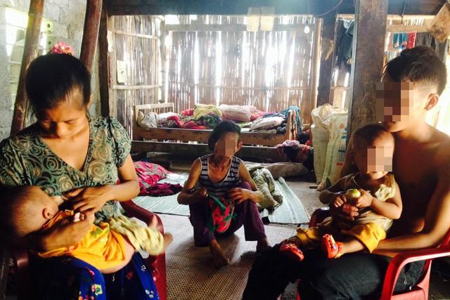 Một cặp vợ chồng vừa tảo hôn, vừa kết hôn cận huyết tại huyện Quản Bạ, Hà Giang. Ảnh: V.Thu