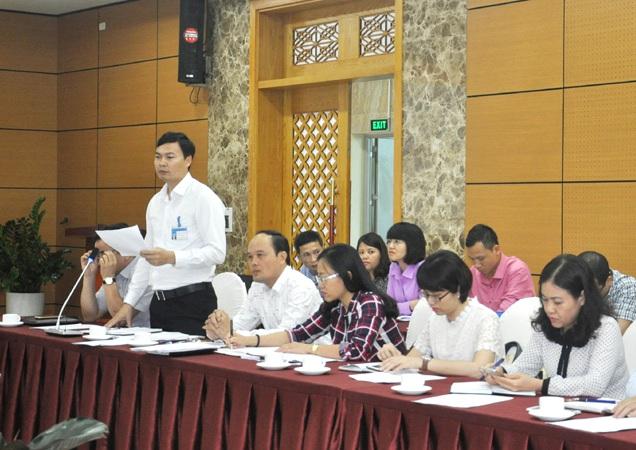 Lãnh đạo thị xã Đông Triều lý giải về con đường làm đến nhà Chủ tịch thì tạm dừng. Ảnh: N.Huế