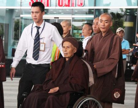 Thiền sư Thích Nhất Hạnh về Việt Nam đúng mùa Vu Lan. Ảnh: Quảng Điền