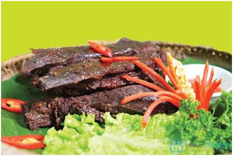 Không bỏ thịt trâu gác bếp vào lò vi sóng để hâm nóng vì sẽ khiến thịt bị khô, dai. Ảnh minh họa