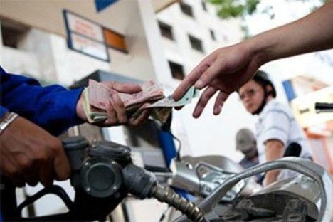 Giá xăng có thể giảm vào chiều nay (5/5). Ảnh: TL