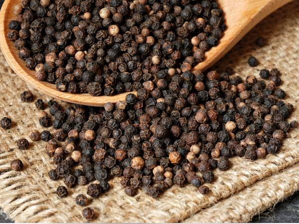 Hạt tiêu đen giúp làm giảm nhân tế bào ung thư bất thường, do đó giúp chống ung thư tự nhiên.