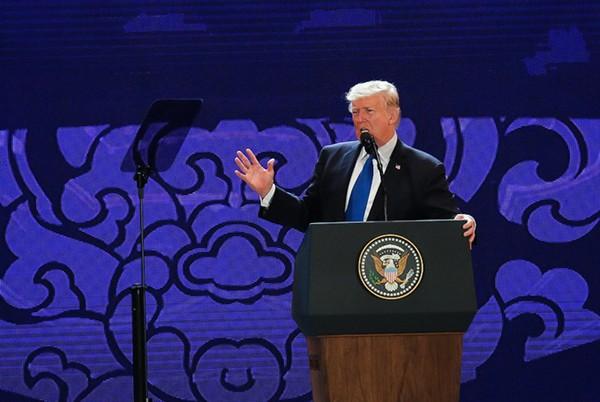 Tổng thống Donald Trump có bài phát biểu tại Hội nghị Thượng đỉnh Doanh nghiệp APEC (CEO Summit) tổ chức chiều 10/11