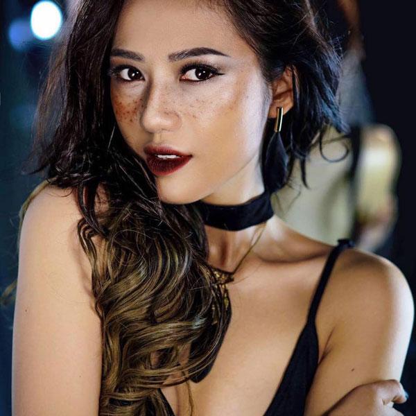 Hoàng Thu Trang nghệ danh Trang Cherry sinh năm 1991 quê Nghệ An. Người đẹp từng theo học ở trường Cao đẳng Nghệ thuật Hà Nội.