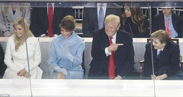Chính những người thân yêu ấy đã cho Donald Trump những giây phút thoải mái trong thời khắc căng thẳng như thế này.