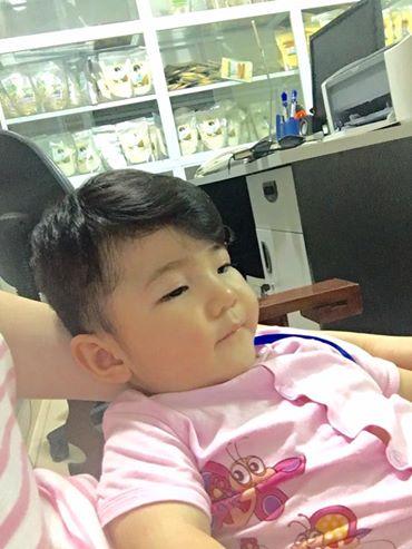 Chiều qua, Phạm Thanh Tâm, mẹ nuôi 9X của bé Yến Nhi đã khoe những hình ảnh mới nhất của cô bé. Yến Nhi hiện giờ đã gần 2 tuổi, được Thanh Tâm nhận nuôi dưỡng gần 1 năm qua