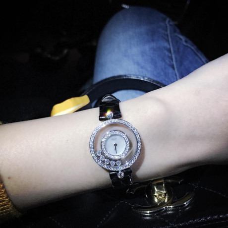 Chiếc đồng hồ Happy Diamonds của hãng Chopard có giá lên tới hơn 15,390 USD
