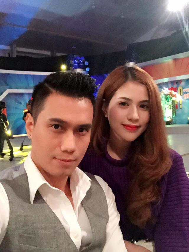 Trên mạng xã hội, hình ảnh đời thường của hai vợ chồng nhận được nhiều quan tâm của khán giả. Nhiều người đánh giá Trần Hương sở hữu nhan sắc xinh xắn không thua kém các hot girl.