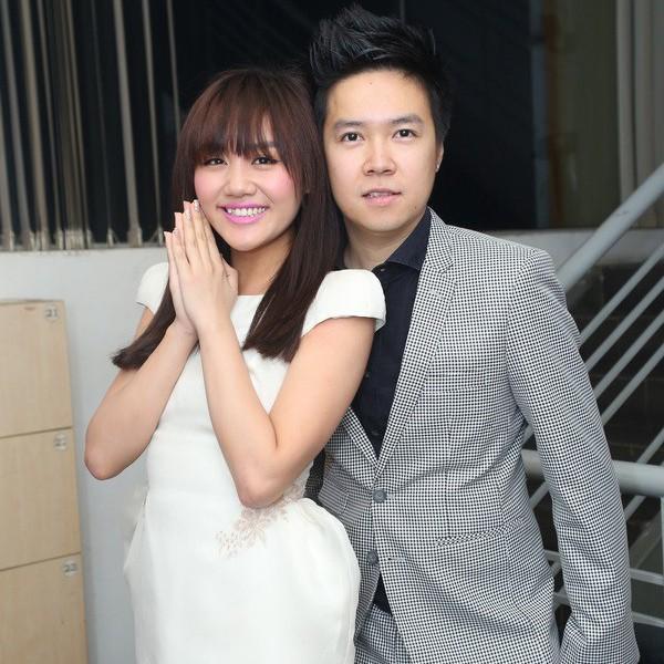 Năm 2011, Văn Mai Hương bắt đầu yêu Lê Hiếu. Khi ấy cô mới 17 tuổi.