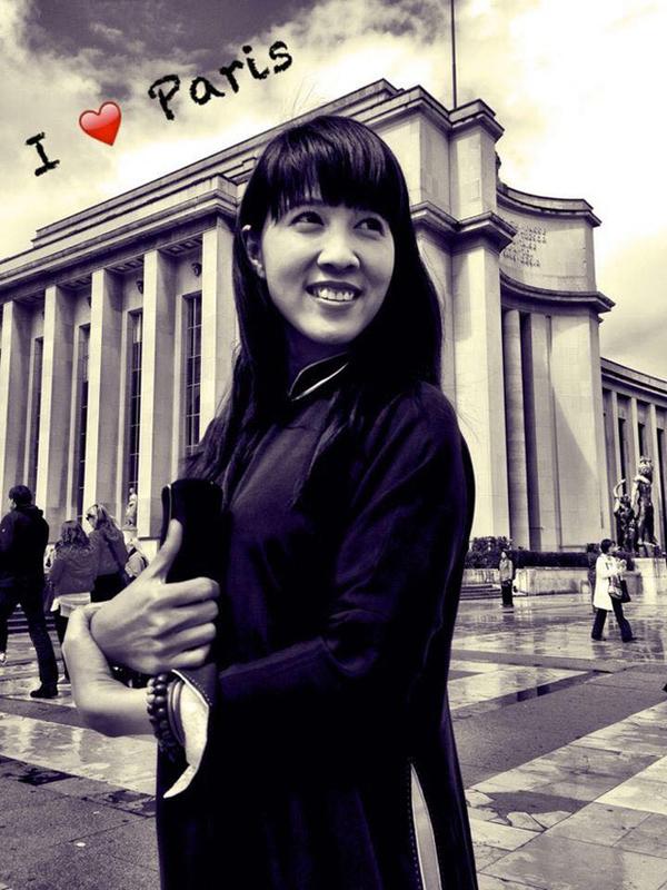 Thùy Trang vốn là mỹ nhân hoạt động trong làng giải trí, những năm của thập niên 90, cô là người mẫu và thường xuyên xuất hiện trong nhiều MV của các ca sĩ nổi tiếng thời bấy giờ. Tuy nhiên, khi kết hôn với Anh Khoa, Thùy Trang không còn mặn mà với showbiz để kinh doanh và tập trung lo cho gia đình.