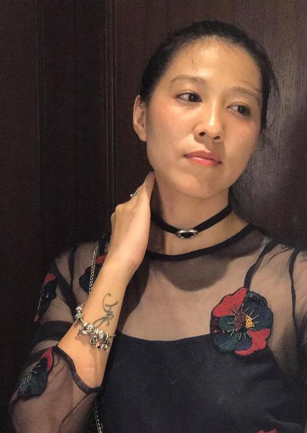 Lấy một người chồng ưa mạo hiểm, tính cách bản năng nên Thùy Trang phải nhường nhịn rất nhiều trong cuộc sống. Chính Anh Khoa từng tiết lộ vợ mình đã chịu nhiều tổn thương vì lối sống và tính cách của anh, thậm chí anh thừa nhận đã có lúc đánh vợ.