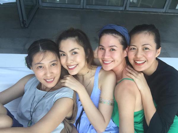 Để bình tâm hơn trong cuộc sống, ngoài thời gian chăm sóc gia đình, Thùy Trang còn dành thời gian bên cạnh những người bạn. Tăng Thanh Hà chính là người bạn mà cô thân thiết suốt nhiều năm qua.