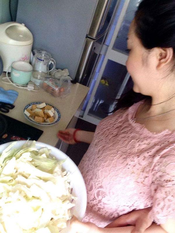Vợ Tuấn Hưng luôn muốn tự tay chuẩn bị đồ ăn cho cả nhà.