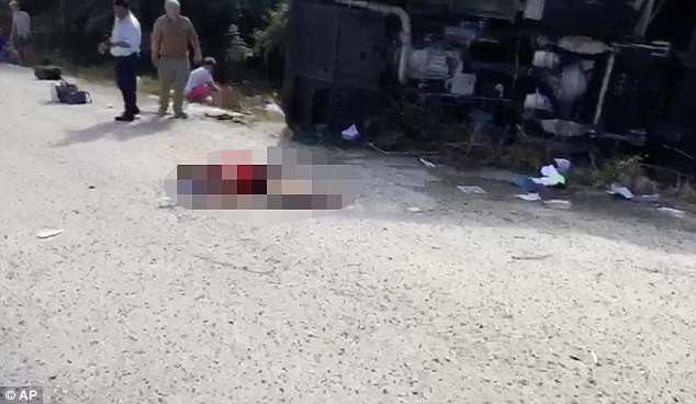Tai nạn xe buýt kinh hoàng, 12 người chết thảm trên đường đi du lịch