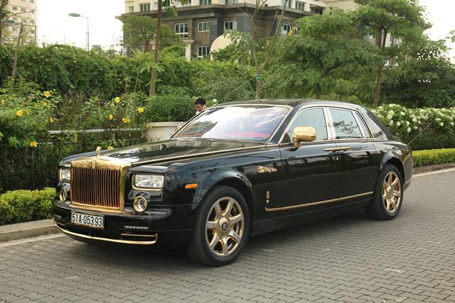 Siêu xe Phantom mạ vàng của đại gia Sài Gòn từng khiến nhiều người choáng ngợp bởi sự chịu chi của gia chủ.