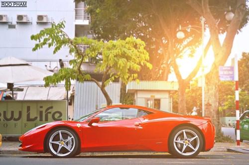 Chiếc Ferrari màu đỏ em yêu.