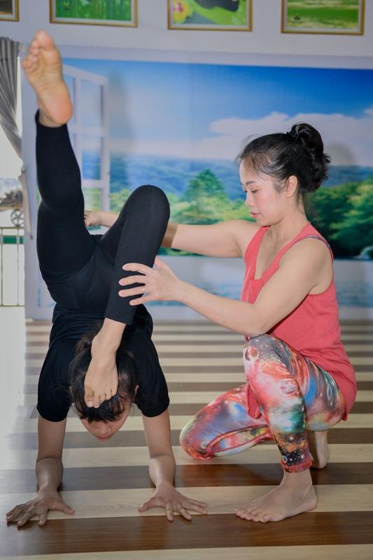 Hiện chị Nguyễn Thanh Hương đang mở rộng các lớp dạy về yoga trị liệu