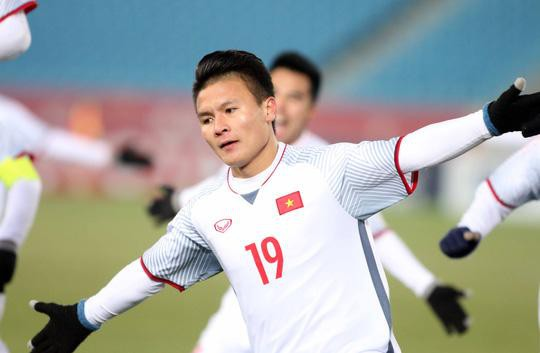 Hoàng Bách gửi lời xinh lỗi số 19 Quang Hải vì quá khứ từng đánh giá thấp cầu thủ này.