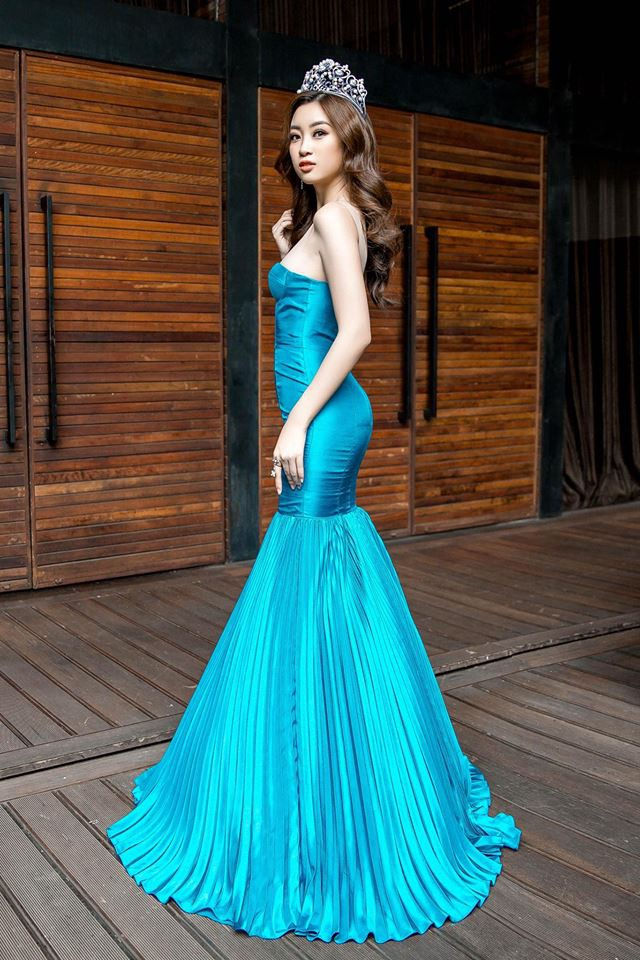 Đường cong khó rời mắt của Hoa hậu Mỹ Linh.