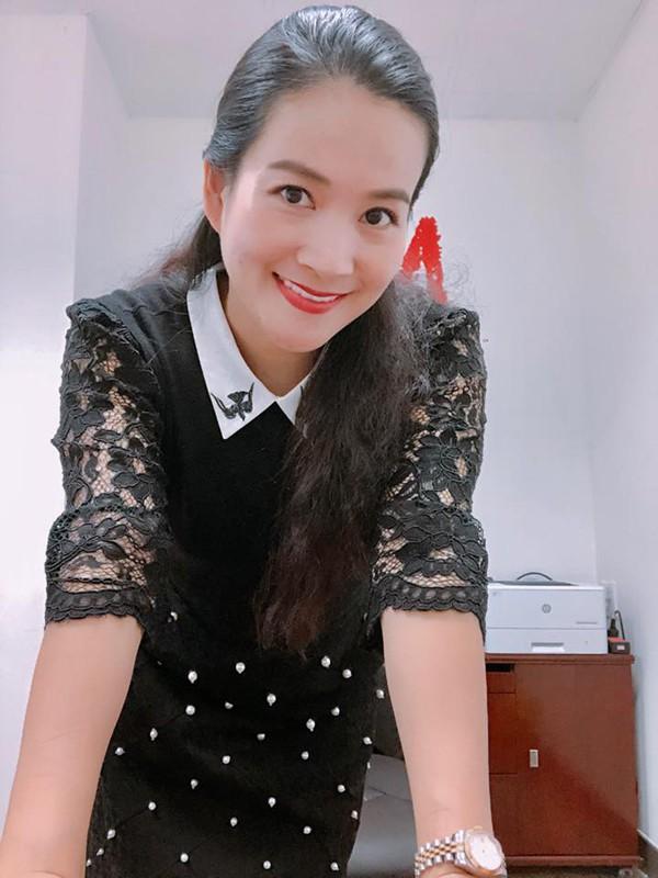 Chỉ đến khi tìm ra phương pháp phủ sứ hoàn toàn mới, bà xã MC Bình Minh mới manh dạn tân trang lại hàm răng kém duyên trước đây.