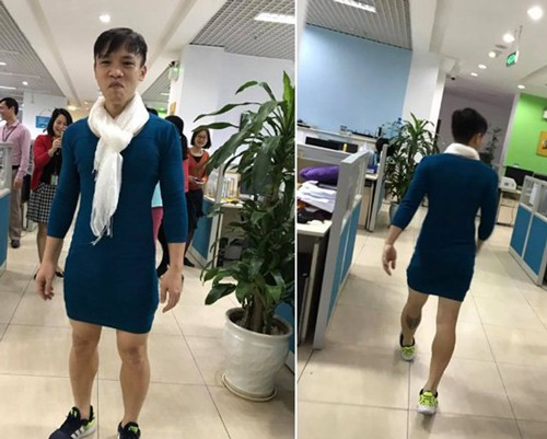 Ông bố Hà Nội trở thành sao sáng ở công ty khi mặc váy bó, quàng khăn, đi giày thể thao. Ảnh: NVCC.