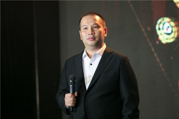 Ông bầu, đạo diễn Nguyễn Quang Huy bày tỏ sự bức xúc trước hành động tạo fame, câu view của một số người đẹp.
