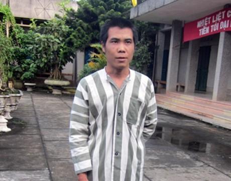 Bi kịch của người đàn ông mơ ra tù sống cạnh mộ vợ con