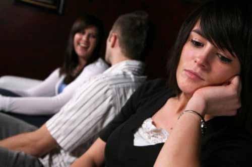 Chồng giám đốc 'say nắng' đối tác vì vợ toàn bàn lùi việc kinh doanh