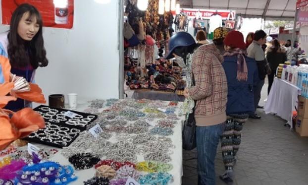 Hội chợ thu hút nhiều mặt hàng đa dạng. Ảnh: CTV