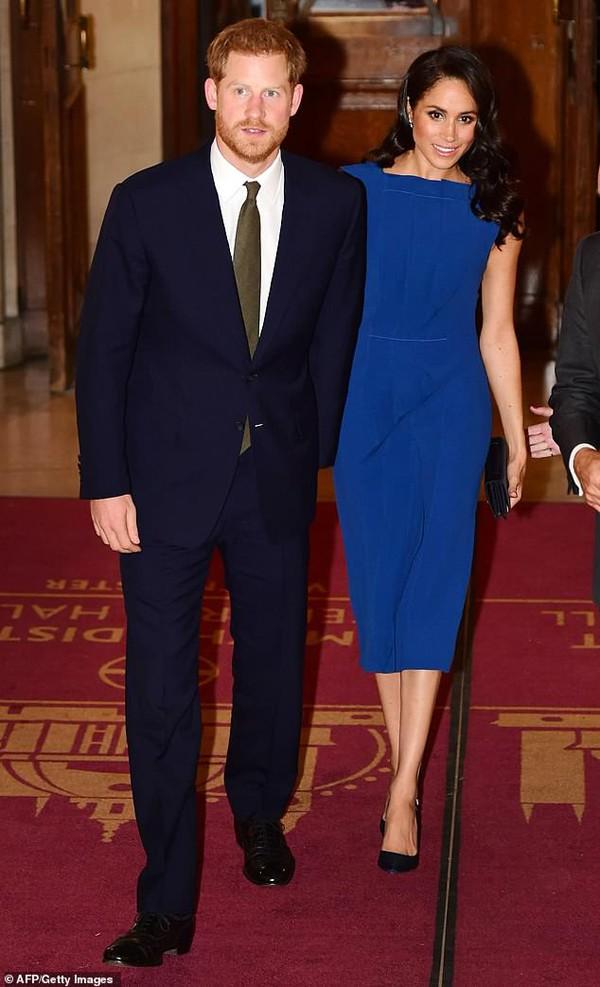 Hoàng tử Harry mang hình ảnh một chính khách sau khi cưới Meghan Markle.