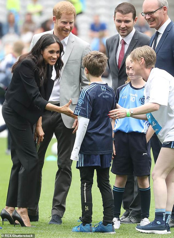 Harry yêu trẻ con hơn sau khi cưới Meghan Markle.