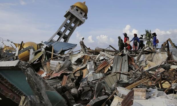 Cảnh tượng tan hoang ở Palu sau trận động đất sóng thần
