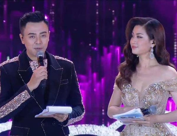 Tuấn Tú dẫn dắt cùng Diễm Trang trong chung kết Hoa hậu Việt Nam 2018.