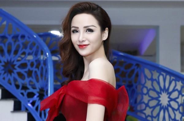 Nhan sắc khác lạ của Hoa hậu Diễm Hương.