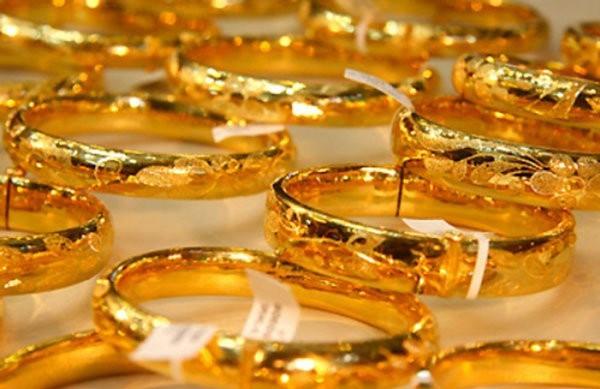 Vàng giảm giá chủ yếu do đồng USD treo cao.