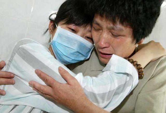 Gia đình Tiểu Mẫn không hiểu sao cô con gái vẫn còn trẻ đã bị ung thư.