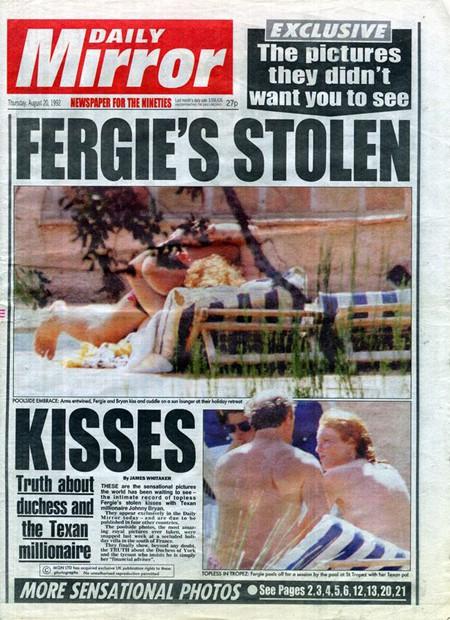 Trang nhất tờ Daily Mirror vào ngày 20/8/1992 là hình ảnh thân mật của bà Sarah với cố vấn tài chính John Bryan. Ảnh: Mirror.