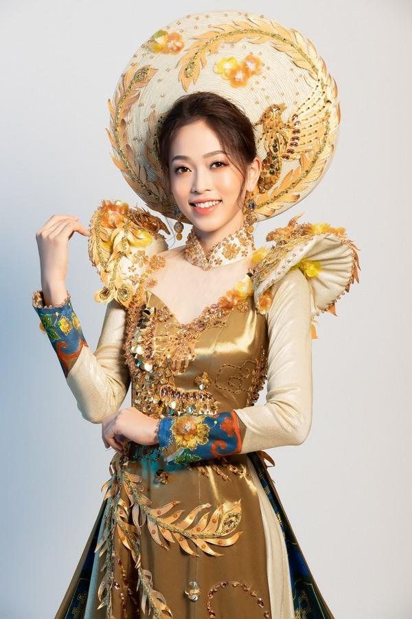 Trang phục dân tộc của Á hậu Phương Nga được cho là nhiều chi tiết lẫn màu sắc rườm rà.