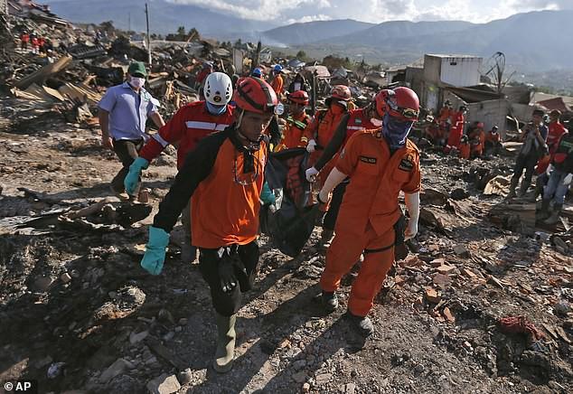 Công tác cứu hộ diễn ra hết ngày 12/10.
