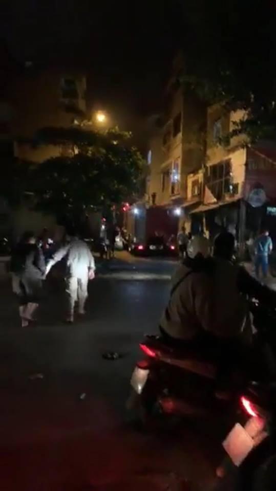 Xe cứu hỏa đến hiện trường. Ảnh: TN