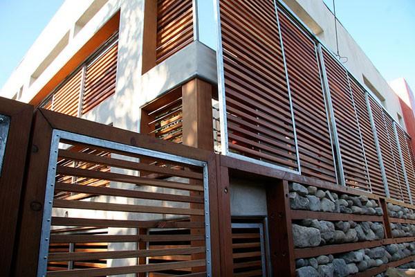 Lam chắn nắng bằng gỗ nhựa composite ngoài trời giúp làm đẹp ngôi nhà bạn.