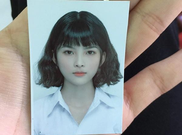 Tấm ảnh thẻ xinh xắn với mái tóc ngắn hiện tại