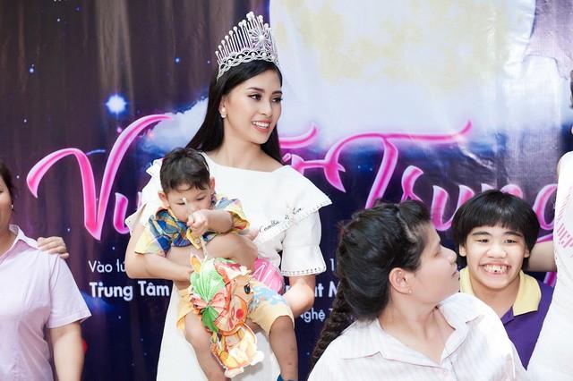 Đại diện nhan sắc của Việt Nam mang dự án gì tới Miss World 2018.