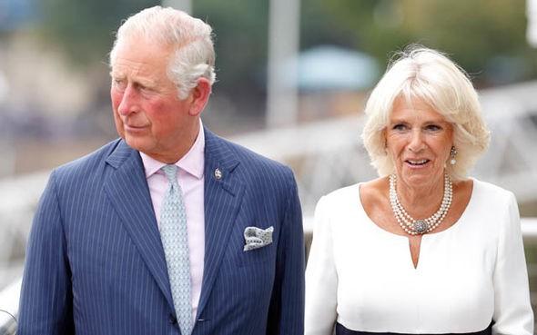 Bà Camilla được cho là hối thúc việc ly hôn với Thái tử Charles.